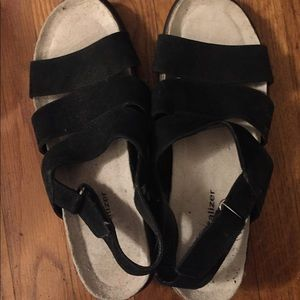 Naturalizer sandals in black with chunky sole